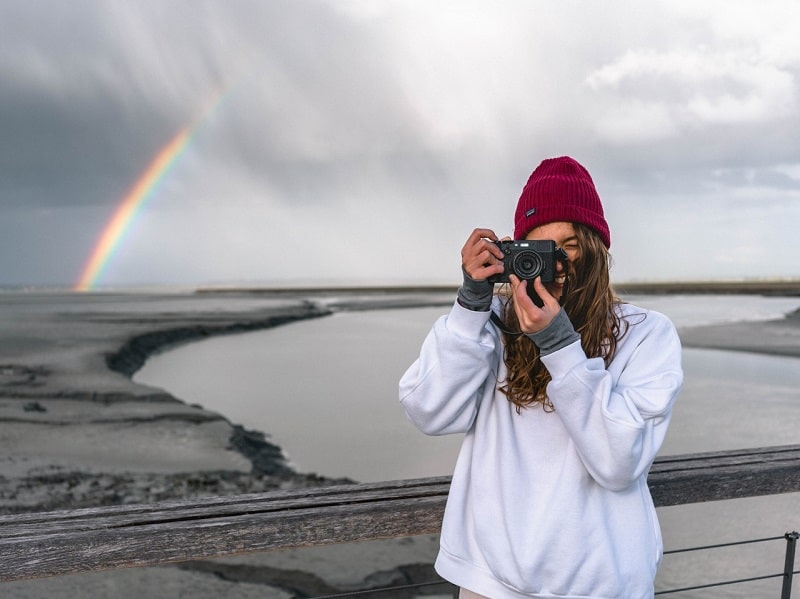 girl takes picture